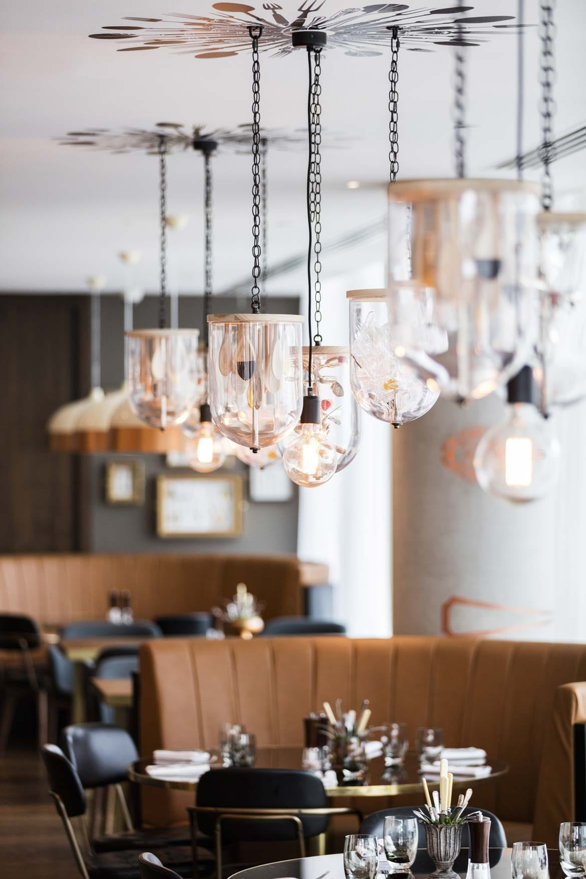 Hilton Bournemouth – Restaurant booths and lighting